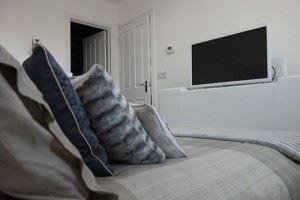 kingston-bed-tv