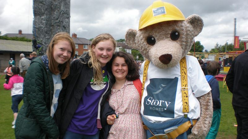 Builder Bear poses for pictures at Wigton Carnival<span>14/14</span>