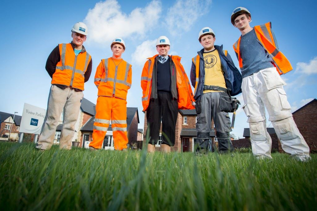 Apprentices l-r Lee Kirkham, Kyle Hendrie, Andrew Patmore ( Site Manager ) Sam Gallagher and James Farrell.