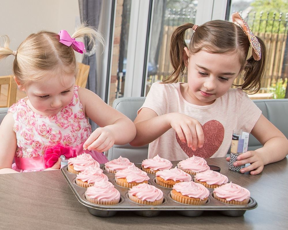 Kids Making Cakes