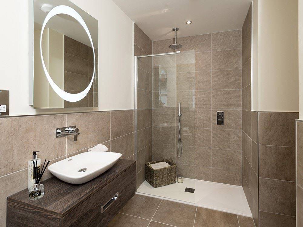 St Edmunds Manor Fitted Bathroom Shower